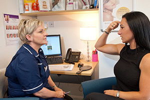 Cosmetic Courses; picture showing a consultation